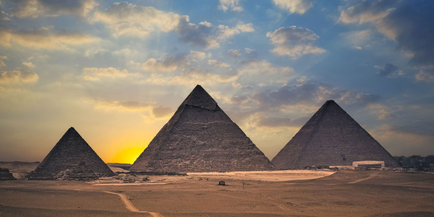 Visit the Great Pyramids of Giza